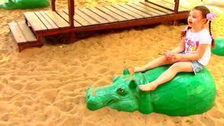 Веселимся на Супер Детской Площадке под Весёлые песенки Джони Джони да папа, Видео для Детей Johny J
