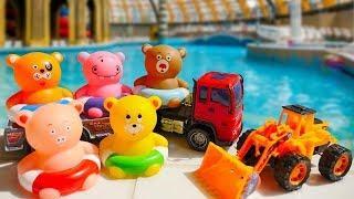 Мультики для малышей. Игрушки в аквапарке. Видео с игрушками.