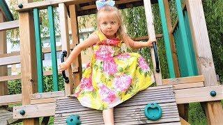 Эльвира НА ПРОГУЛКИ С КУКЛАМИ И БРАТИКОМ. Детский влог. Эльвира катает кукол в коляска