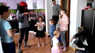 Детский праздник день рождения с пиратом/Children's holiday is a birthday with a pirate.