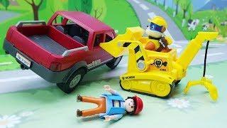 Мультики для детей с игрушками - Спасение велосипеда. С героями Щенячий патруль и Плеймобил.