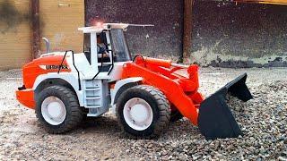 Мультфильмы для детей! Бульдозер и Трактор в Городке! Рабочие машинки в новом мультике
