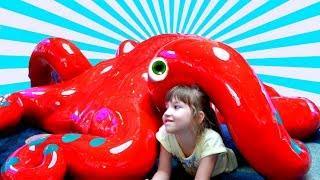 НАСТЯ в парке развлечений для детей игры на детской площадке ВСПЫШ #детскаяплощадка рык